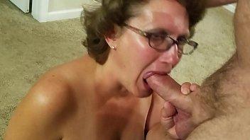 Donna matura di milano mi fa un pompino e sborro in bocca